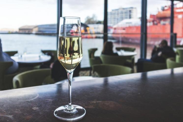 Champagne au Glass House