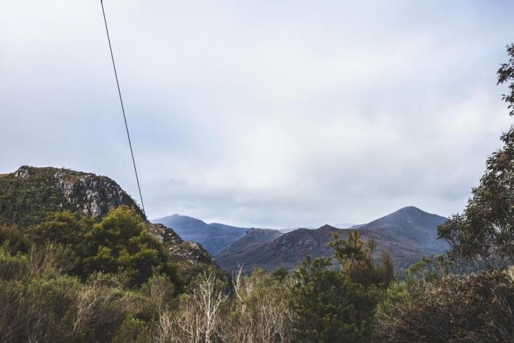Route sur la côte ouest de la Tasmanie